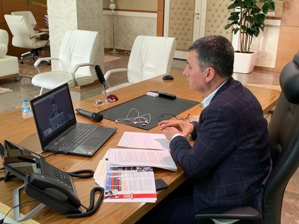 Başkan Şimşek, Bakan Kurum ile telekonferansla görüştü