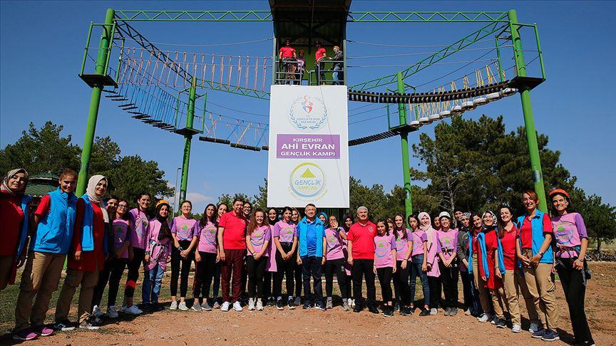 Başkan Yardımcısı Fuat Oktay Ahi Evran Gençlik Kampı'nda gençlerle bir araya geldi
