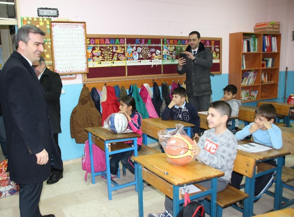 Başkan Yemenici, öğrencilerin taleplerini yerine getirerek sürpriz yaptı