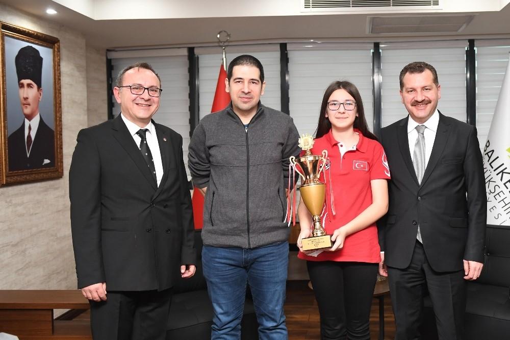 Başkan Yılmaz Balıkesirli milli sporcuyu ağırladı