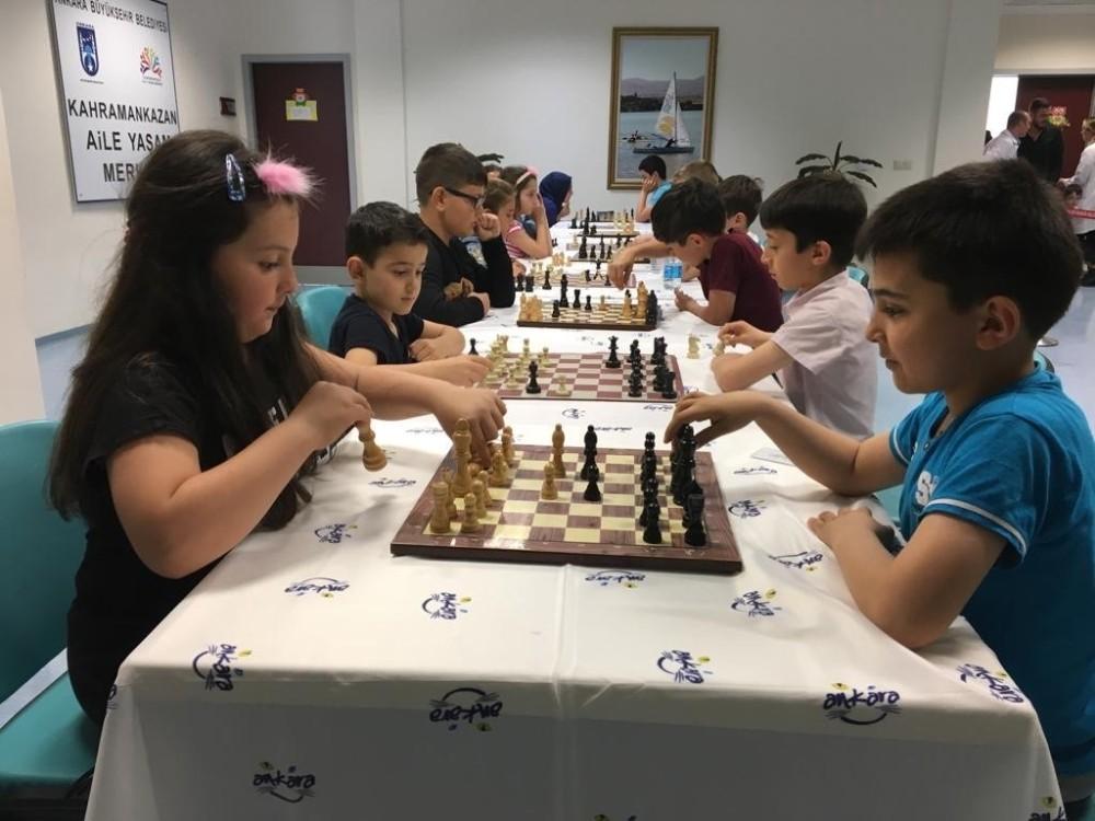 Başkentli miniklerin satranç turnuvası nefes kesti