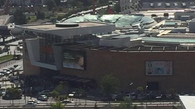 Başkent'te bir AVM'nin çatısı çöktü: 3 yaralı