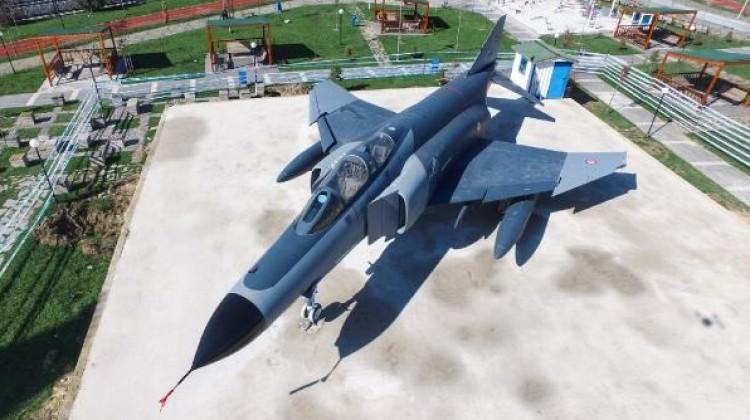 Başkent'teki parka F-4 savaş uçağı yerleştirildi!