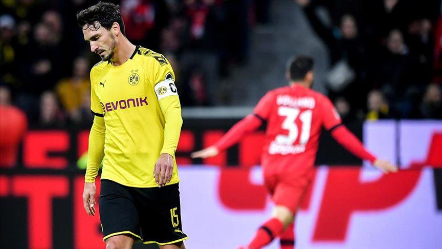 Bayer Leverkusen'e yenilen Borussia Dortmund zirve yarışında darbe aldı