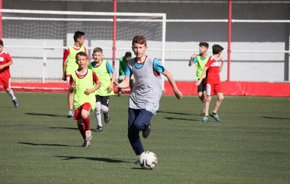 Bayraklı Belediyesi Yaz Spor Okulları başlıyor