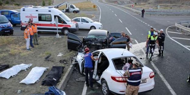 Bayram tatilinde yollarda acı bilanço: 142 ölü, 951 yaralı