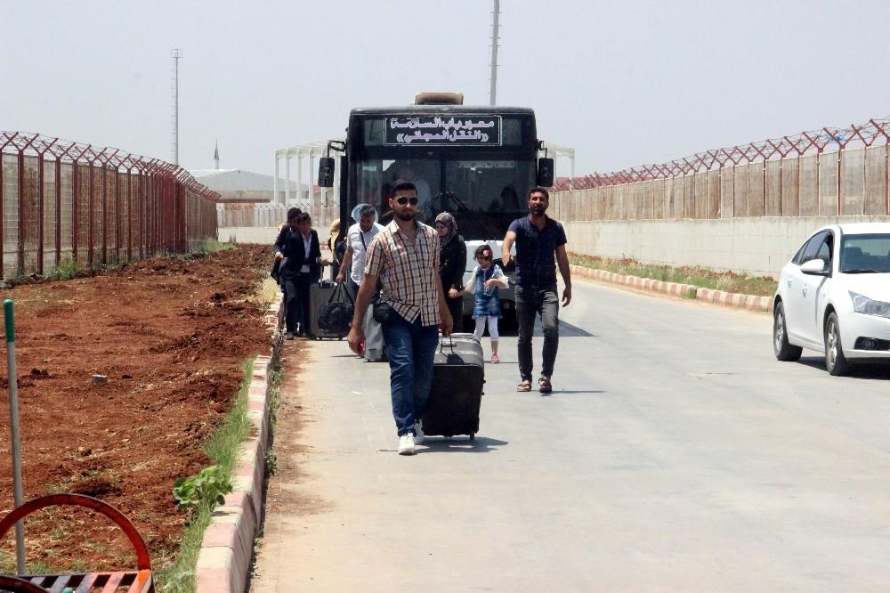 Bayramı ülkelerinde geçiren 20 bin Suriyeliden 2 bini Türkiye'ye döndü