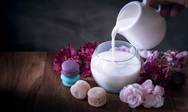 Bebekler gibi mışıl mışıl uyumanıza yardım edecek 5 süt tarifi