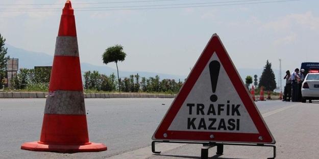 Belediye traktörü TIR'la çarpıştı: 1 ölü, 3 yaralı