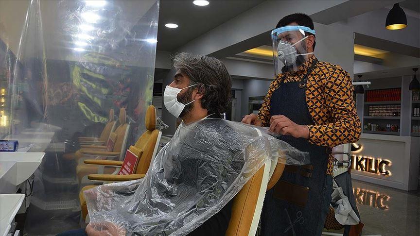 Berber, kuaför ve güzellik salonları yeniden faaliyete geçti