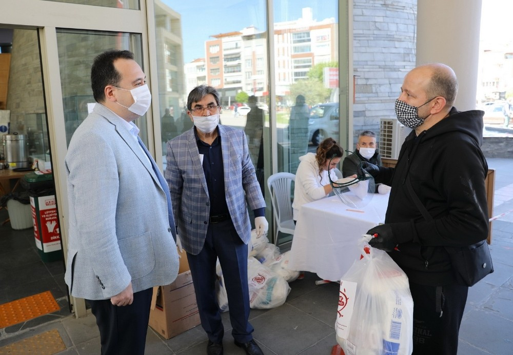 Berber ve kuaförlerin imdadına Akhisar Belediyesi yetişti