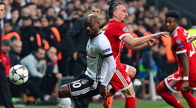 Beşiktaş - Bayern Münih karşılaşmasında sahaya kedi girdi, oyun durdu