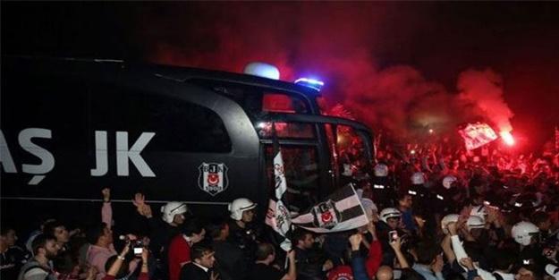 BEŞİKTAŞ'A TARAFTARLARDAN ÇOŞKULU KARŞILAMA!