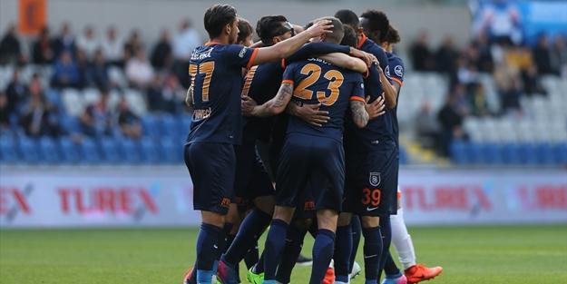 Beşiktaş'ın şansı zora girdi, Başakşehir son dakikada aldı!
