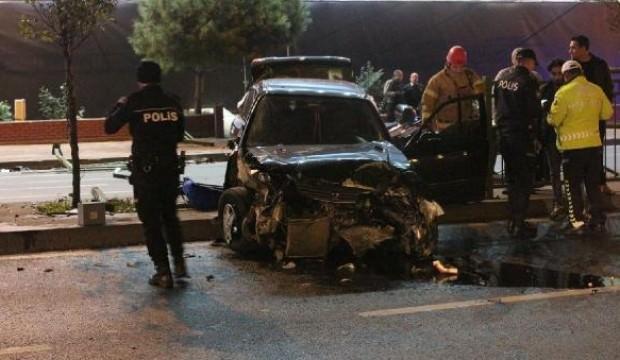 Beşiktaş'ta otomobil refüje çıktı: 1 yaralı