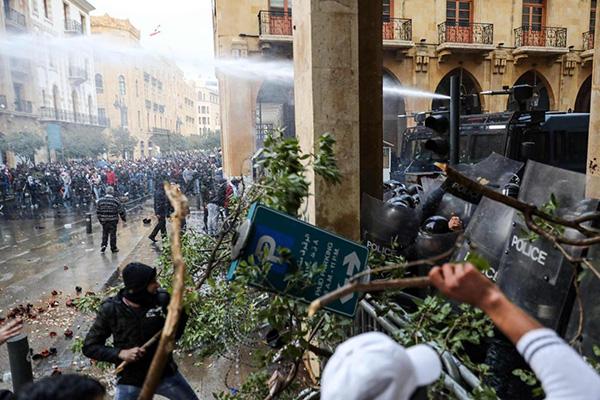 Beyrut'ta kaos ve çatışma var