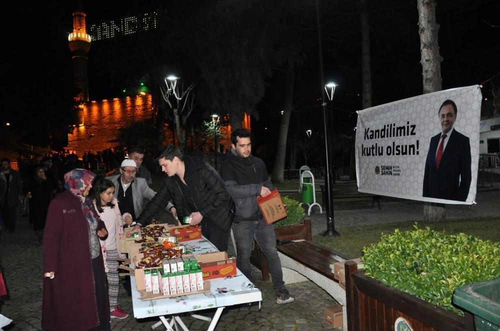 Bilecik Belediyesinden cami çıkışı cemaate ikram
