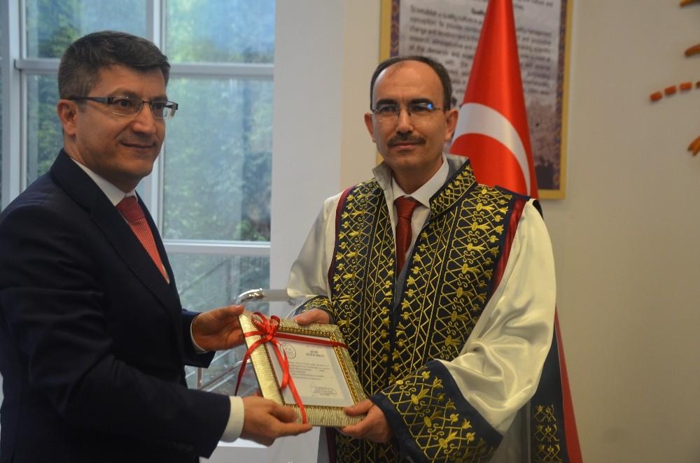 Bilecik Şeyh Edebali Üniversitesinin yeni rektörü göreve başladı