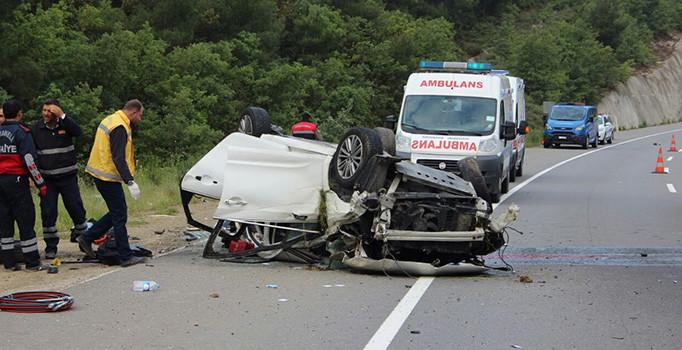 Bilecik'de otomobil devrildi: 2 ölü