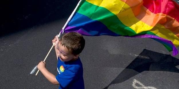 Bilincin altını üstüne getirecek yazı! Cinsiyetsizlik ve eşcinsellik için çocuklarımıza bakın neler yapıyorlar!