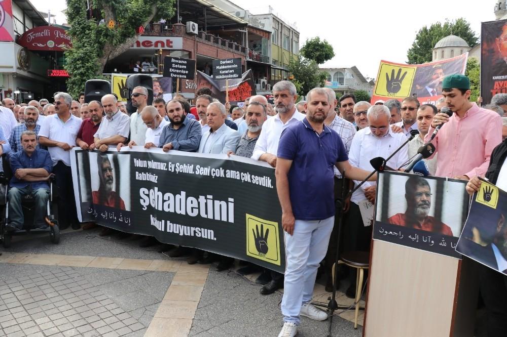Binlerce kişi Mursi için gıyabi cenaze namazı kıldı