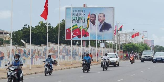 Bir ilk olacak! Başkan Erdoğan'ın ziyareti öncesi sokaklar Türk bayraklarıyla donatıldı