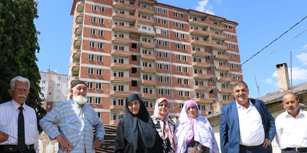 Bir türlü bitmeyen evler Sivas'ı karıştırdı