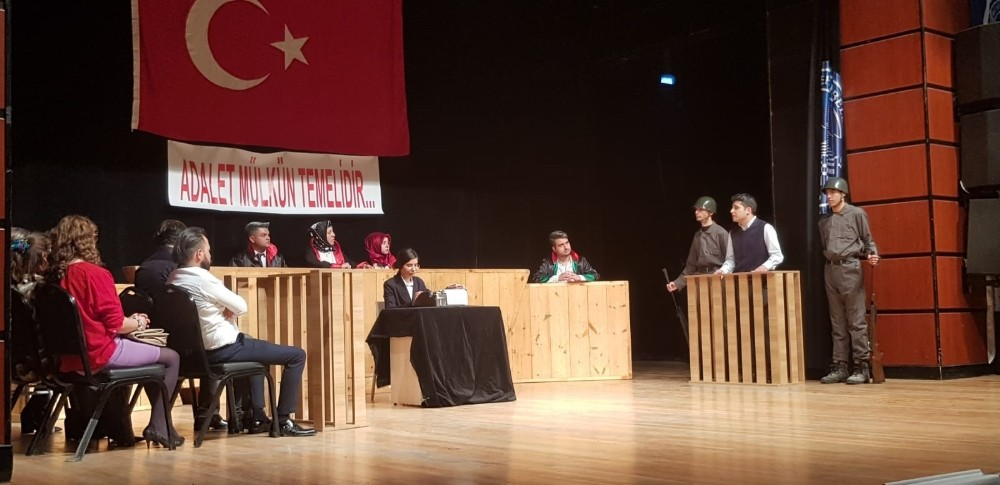 Birlik Vakfı Tiyatro Topluluğu 'Reis Bey'i sahneledi