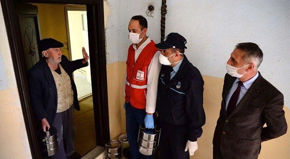 Bitlis Belediyesi sıcak yemek servisiyle yaşlıların gönüllerine dokunuyor