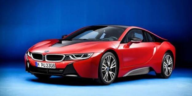 BMW i8'e kırmızı çok yakıştı