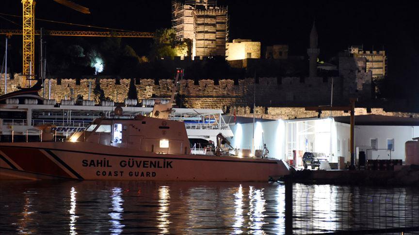 Bodrum açıklarında 15 düzensiz göçmeni taşıyan tekne battı