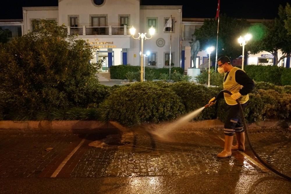 Bodrum sokakları köşe bucak dezenfekte ediliyor
