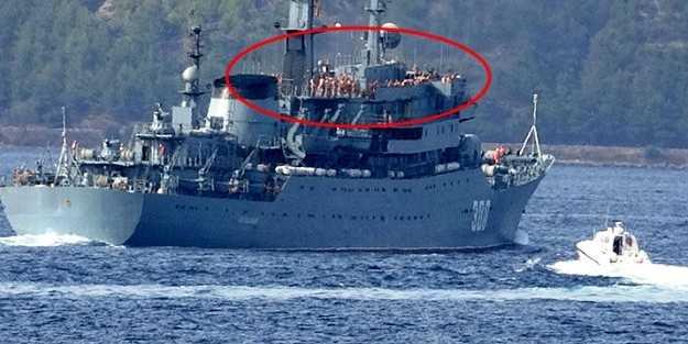 Boğaz'dan geçen Rus savaş gemisinde büyük rezillik!