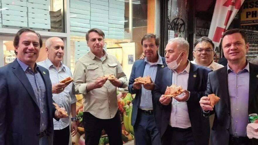 Bolsonaro'yu pizzacıya almadılar