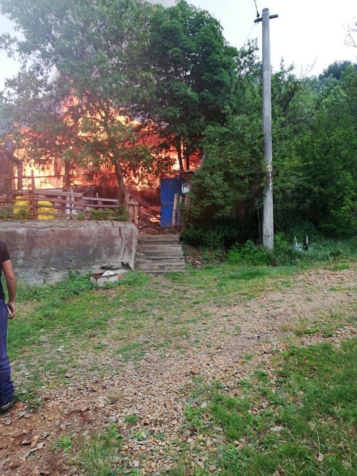 Bolu'da iki katlı ahşap ev yangında kullanılmaz hale geldi