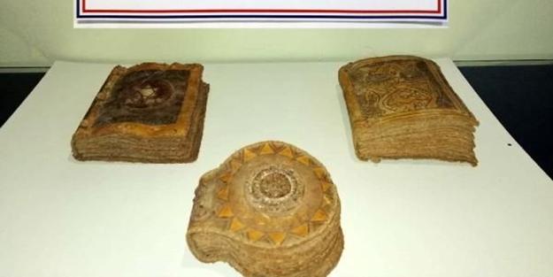 Bolu'da tarihi 3 Tevrat ele geçirildi