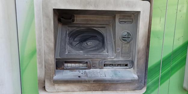 Borçlu olduğu bankanın bankamatiğini yaktı