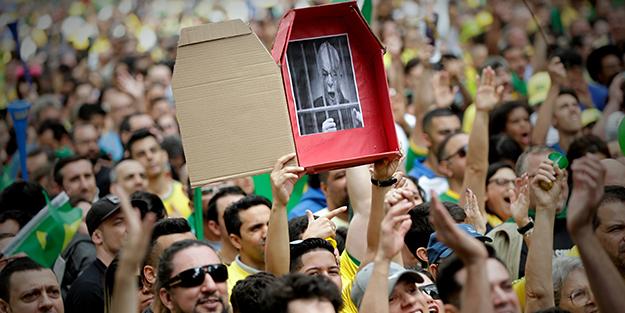 BREZİLYA'DA SEÇİMLER YAPILDI! HALK SOKAĞA İNDİ