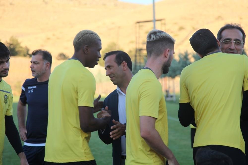 Btc Turk Yeni Malatyaspor'dan 3 futbolcuya milli davet