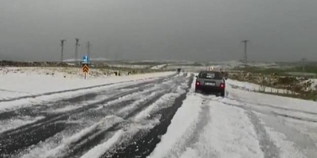 Bu görüntü bugün Türkiye'de çekildi! Araçlar mahsur kaldı