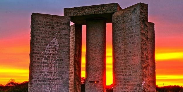 Bu 'şeytanın anıtı'nı kim dikti? Üzerinde