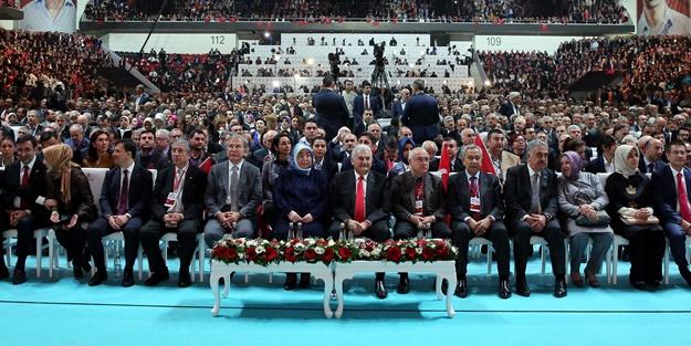 Bülent Arınç, AK Parti'nin referandum kampanya tanıtımına katıldı