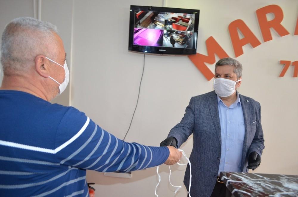 Bünyan Belediyesi esnaflara ücretsiz maske dağıtıyor