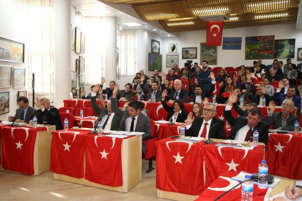 Burhaniye'de Belediye Meclisinden şehitlere anma