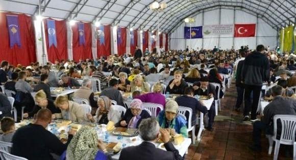 Bursa Osmangazi Belediyesi Kosava'da iftar verdi