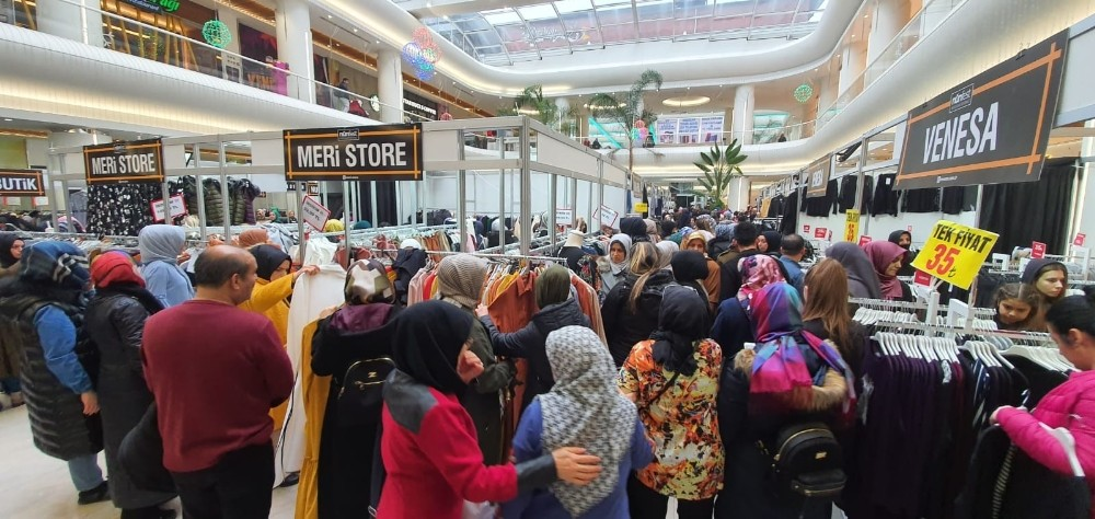 Bursa'da alışveriş izdihamı