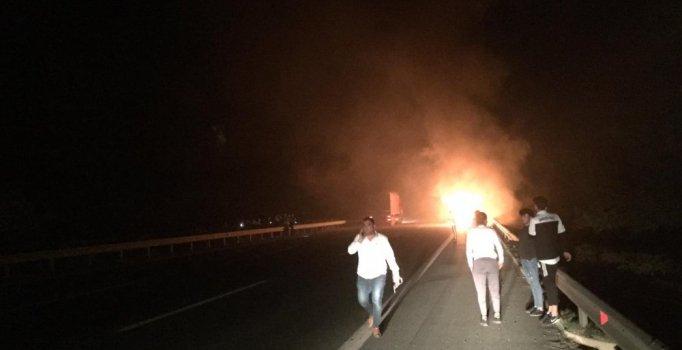 Bursa'da futbolcuların taşıyan otobüs seyir halinde alev alev yandı