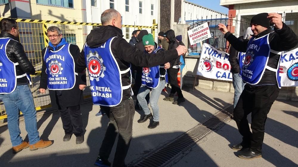 Bursa'da işçiler şalter kapatıp greve gitti