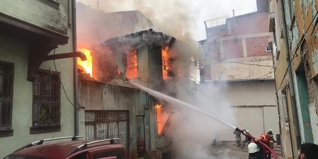 Bursa'da Kayhan Çarşısı'nda yangın çıktı