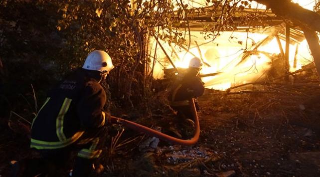 Bursa'da palet imalathanesinde yangın çıktı